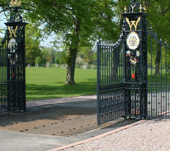 Gates-crop
